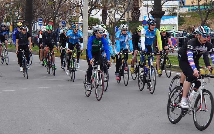 Europees triatloncircuit trekt zich op gang in Quarteira
