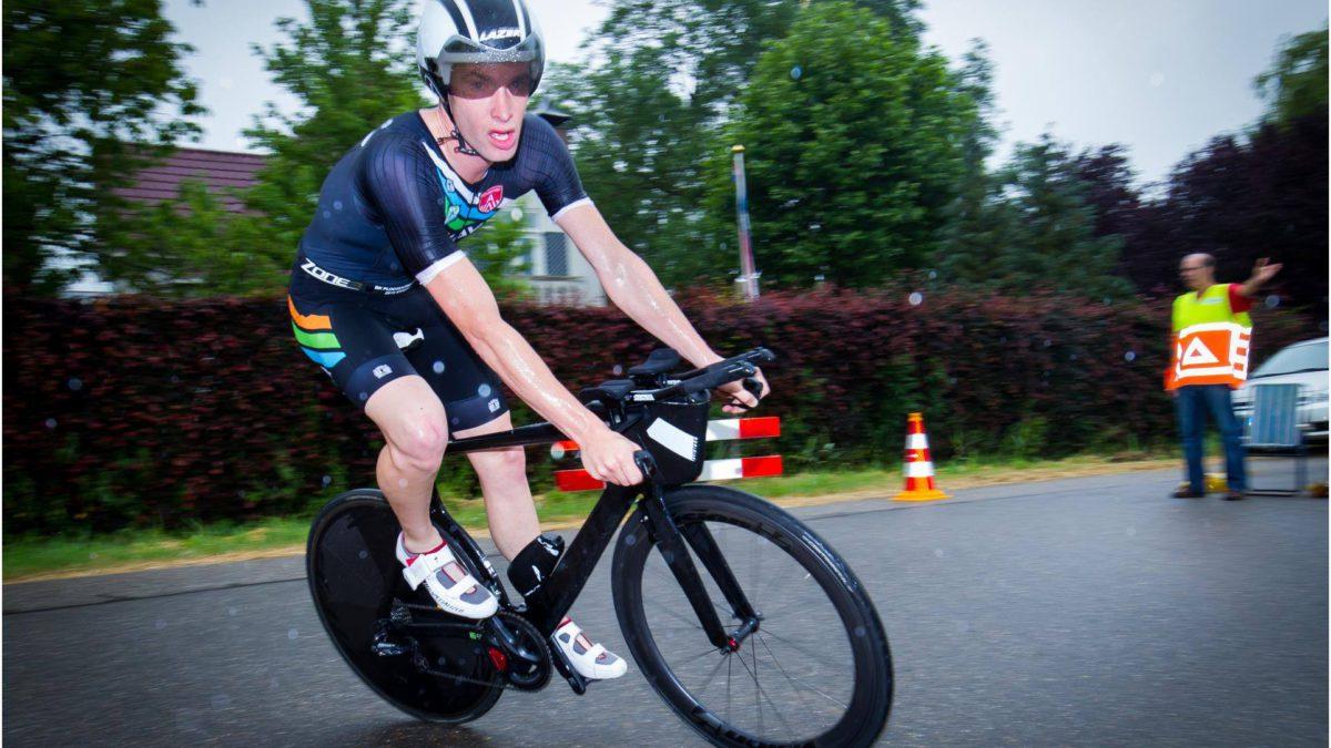 Sven Strijk wint met overmacht Verwer en Janssen Triathlon in Oud Gastel