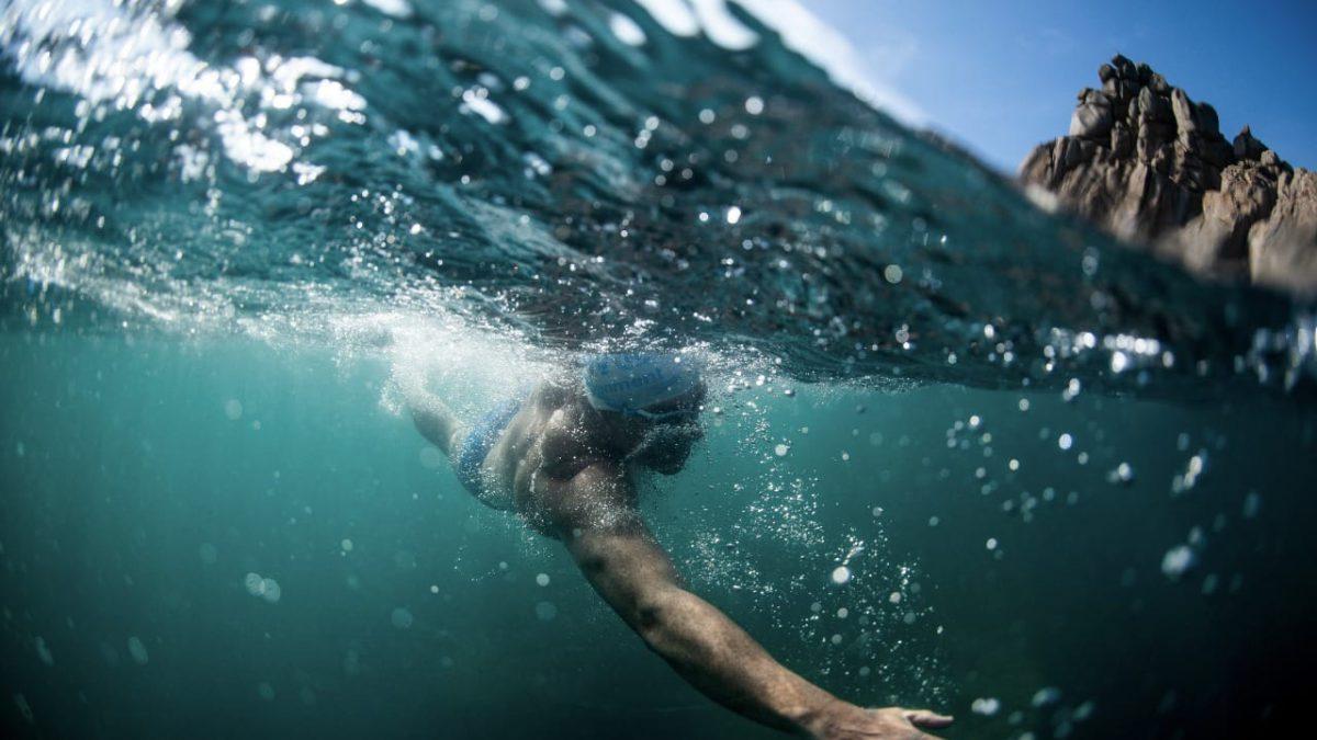 Lewis Pugh uitgedaagd door Speedo om 560 kilometer te zwemmen