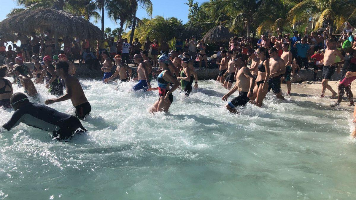 Bekende triatlon gezichten in zomerse aquathlon Curacao