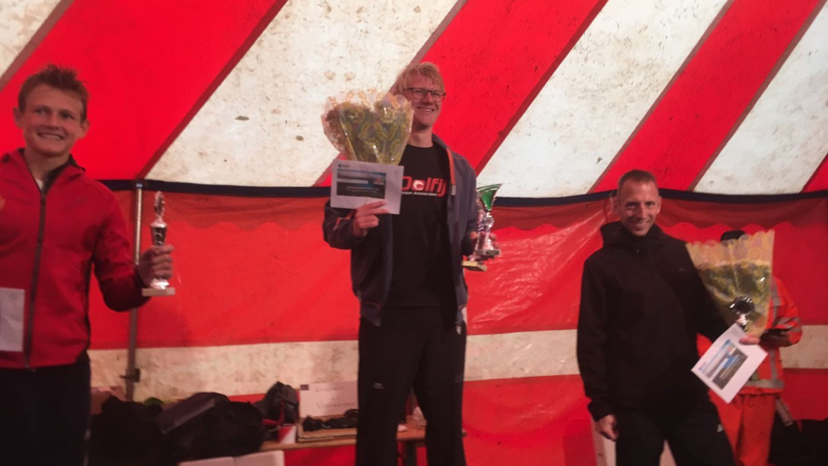 Maaike Vooren en Koen Hijman winnen onder barre omstandigheden Triathlon Alphen [Video]