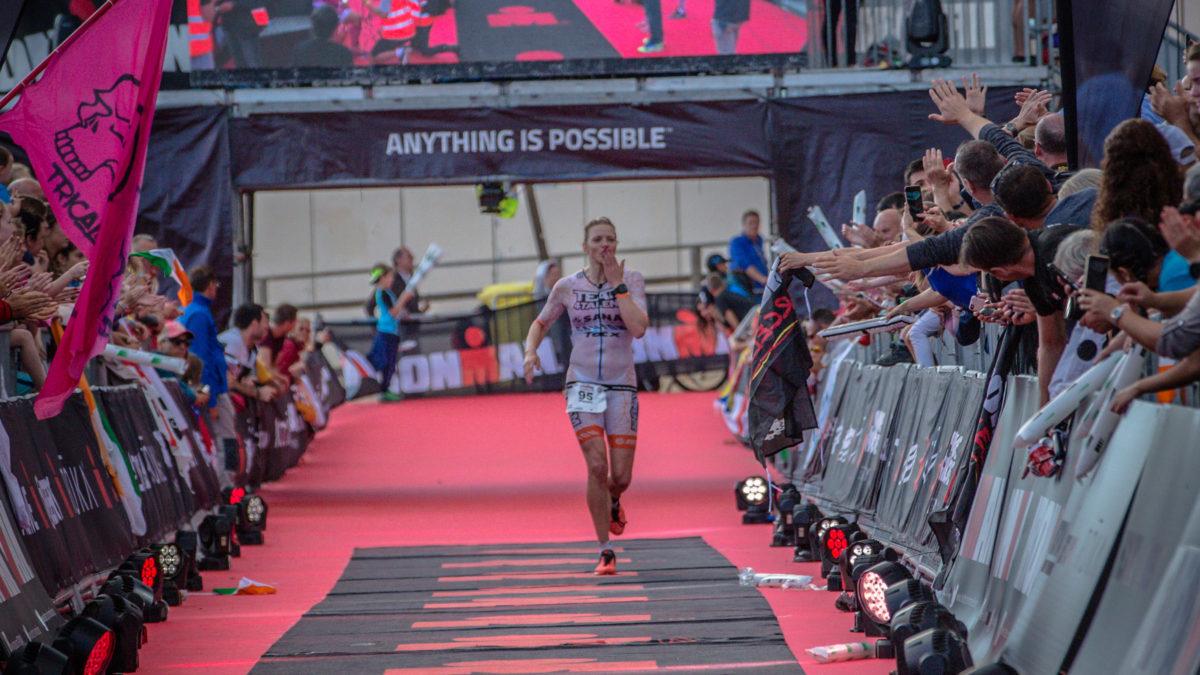 'Blije flow' brengt Pleuni Hooijman naar de 5e plaats bij Ironman Barcelona