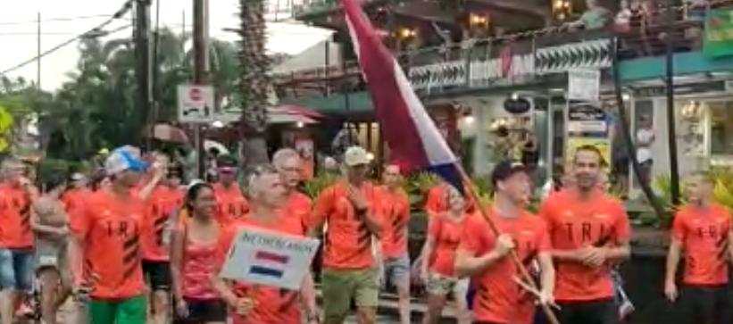 Nederlanders tijdens Ironman Hawaii parade