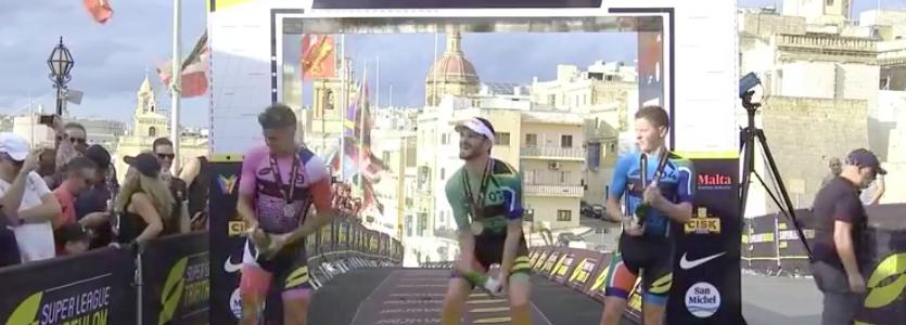 Richard Murray wint Eliminator bij Super League Triathlon Malta