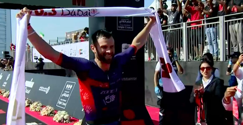 Brit Adam Bowden snelt overtuigend naar zege Ironman 70.3 Dubai
