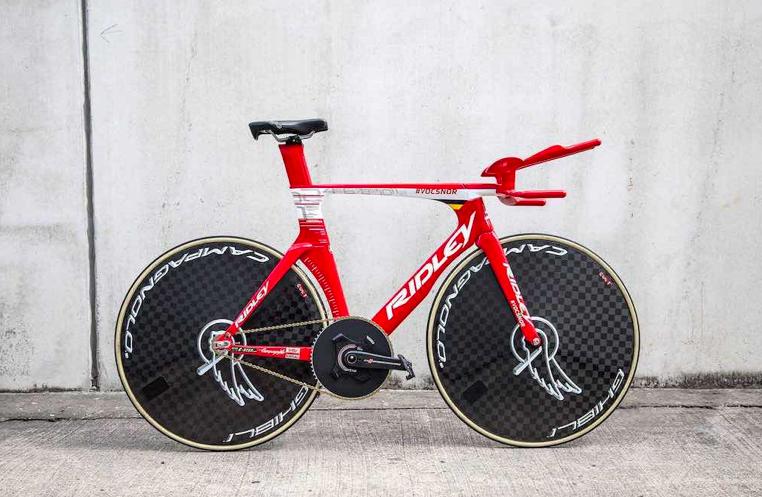 De werelduurrecord fiets van ex-triatleet Victor Campenaerts