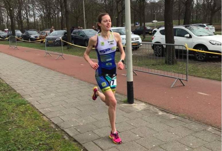 Erik-Simon Strijk en Elise Scheerens snellen naar zege Zwemloop Roosendaal