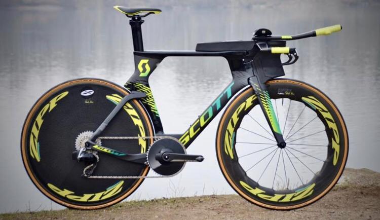 Sebastian Kienle showt nieuwe fiets, Cameron Wurf dolt hem