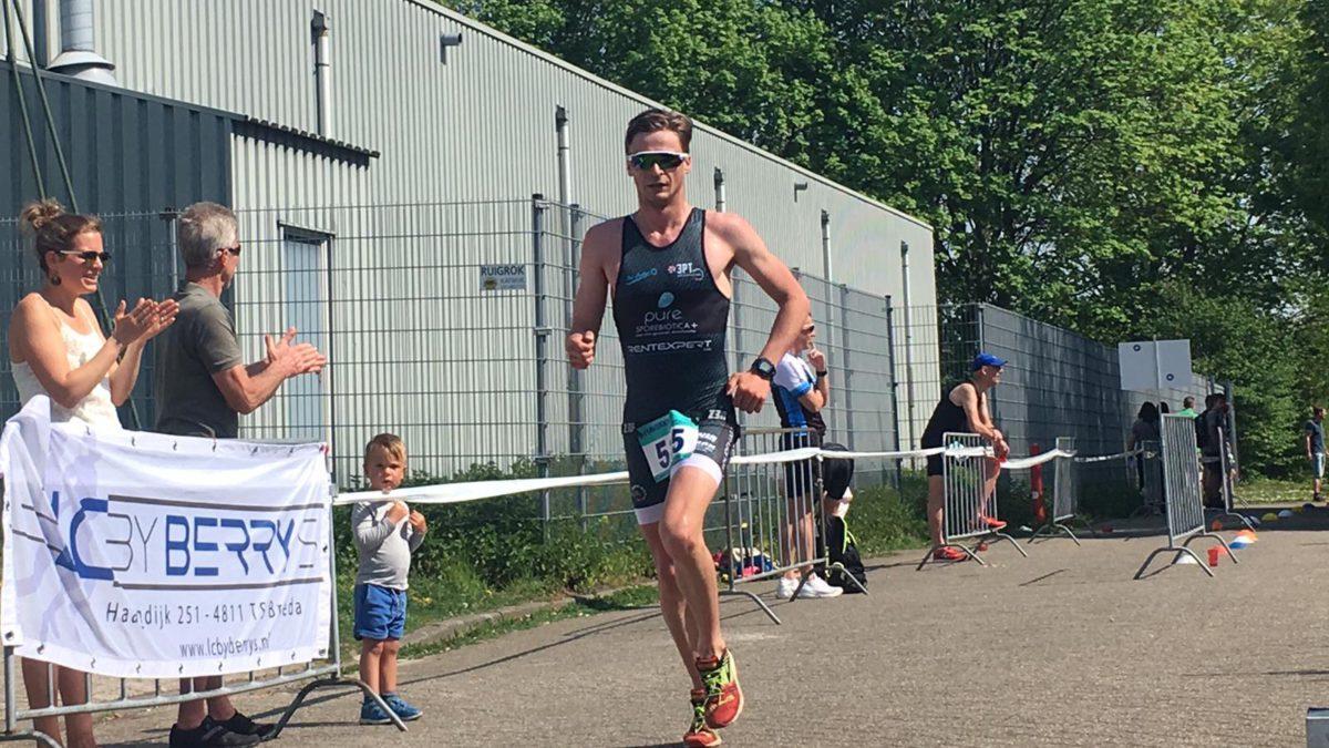 Lars Baeyens en Elise Scheerens winnen zwemloop Breda [VIDEO]