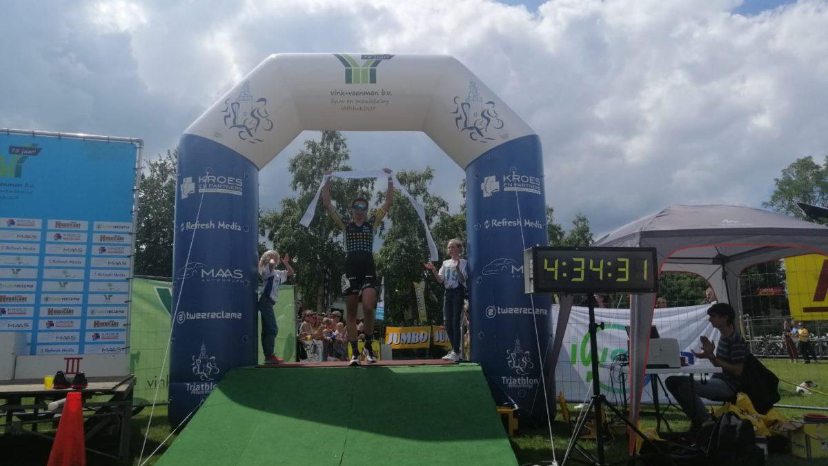 Sven Strijk en Ilona Eversdijk pakken winst aantrekkelijke Triathlon Nieuwkoop