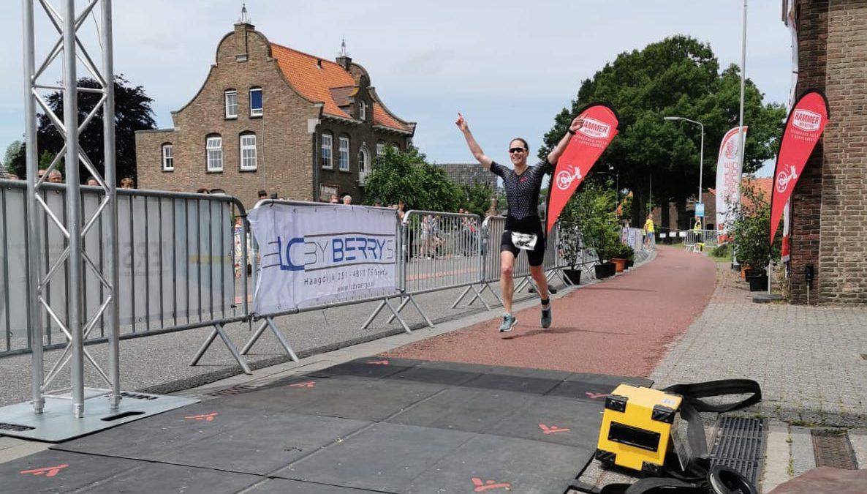 Kim Colpaert en Lynn Lossie winnen halve triathlon Terheijden: Lossie liep ruime achterstand snel dicht