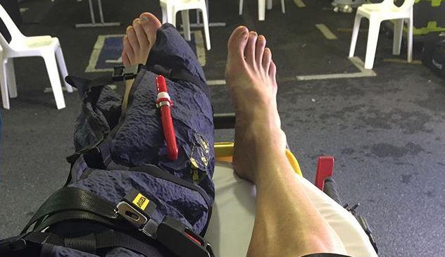 Pro triatleet Luke Bell brak been tijdens Ironman en wachtte 4,5 uur op hulp; of toch niet?