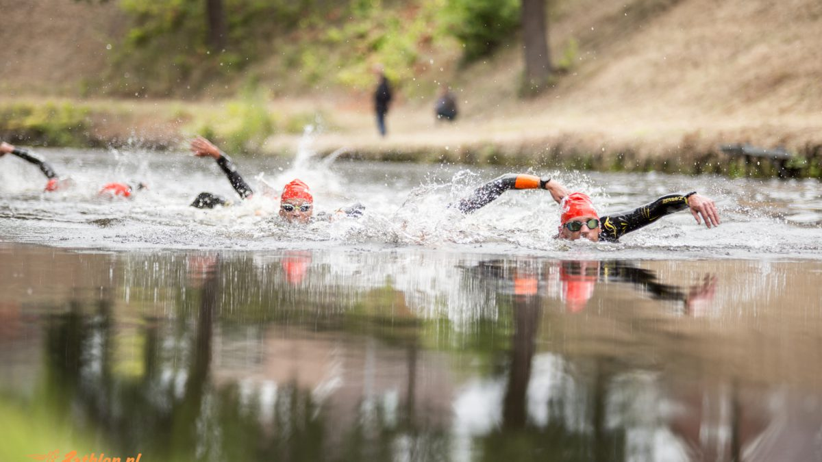 Jullie grootste angsten in open water: ontbindende lijken of diepzeemonsters