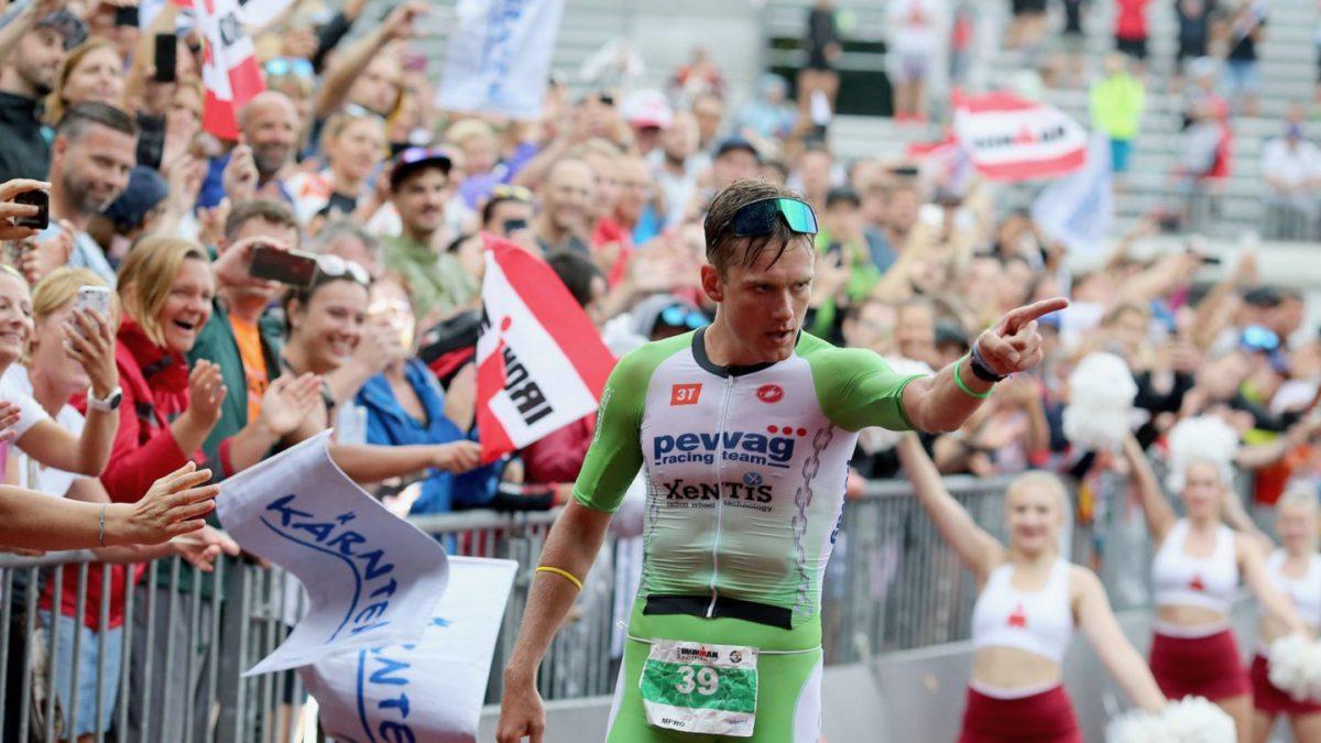 De veelbesproken finish van Daniel Baekkegard tijdens Ironman Klagenfurt