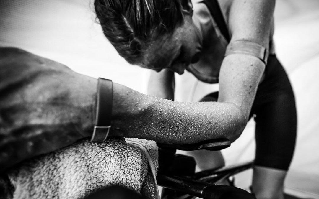 Top triatlete Katie Zaferes traint in hitte kamer voor Spelen 2020