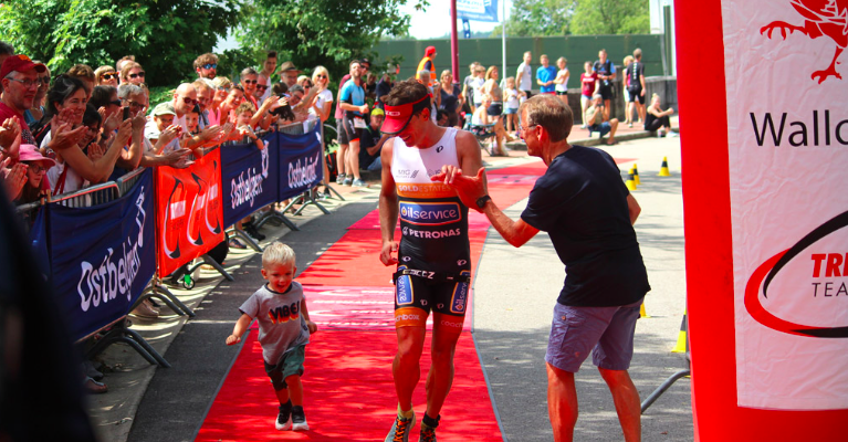 Daan de Groot pakt derde plaats in door Tim Brydenbach gewonnen halve triathlon Eupen, Linda van Vliet tweede
