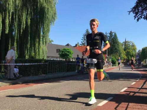 Daan Schouten pakt 'drie op rij' na winst in Borne, Sandra de Jonge slaat toe bij vrouwen