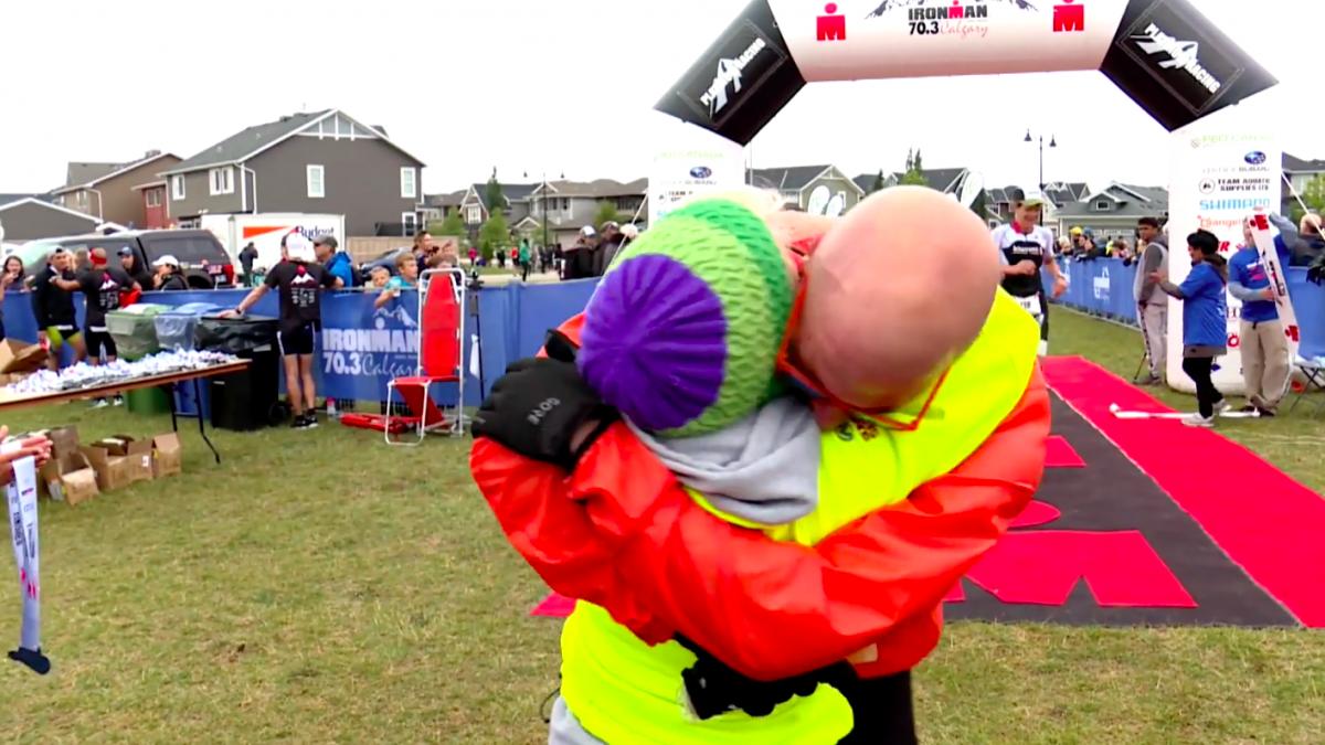 Voormalig chrystal meth verslaafde finisht halve triathlon: 'Dit was beter dan welke drug dan ook'