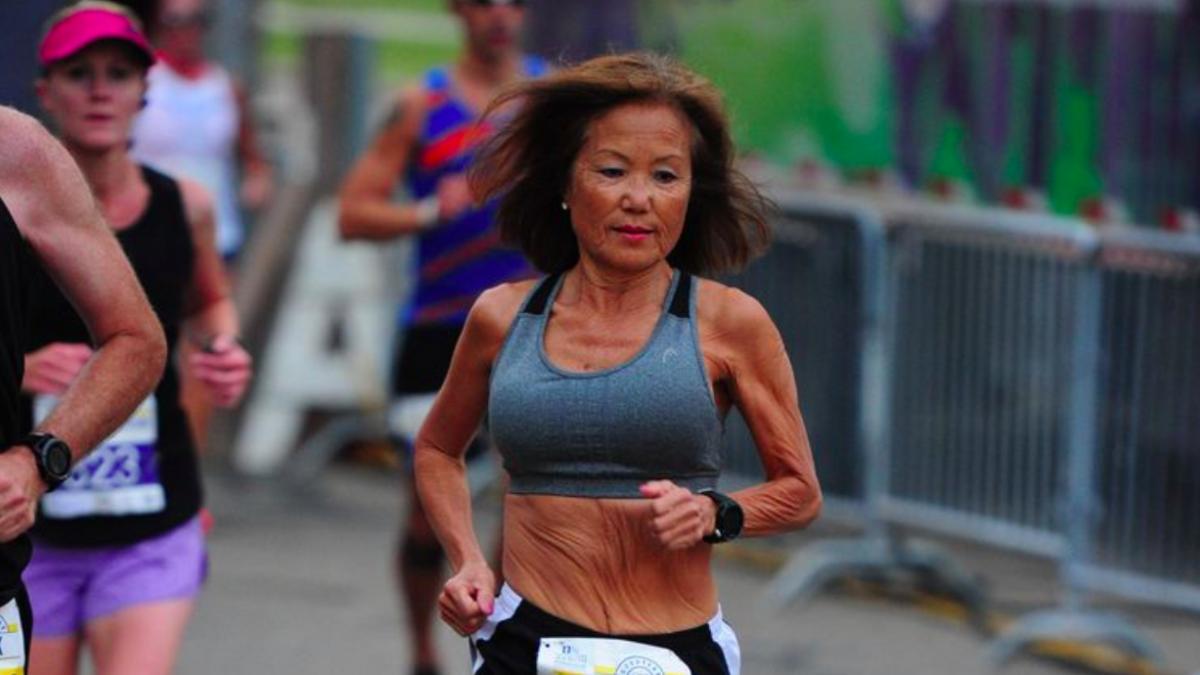 71-jarige Jeannie Rice loopt AG wereldrecord halve marathon: traint 80 tot 100 km per week