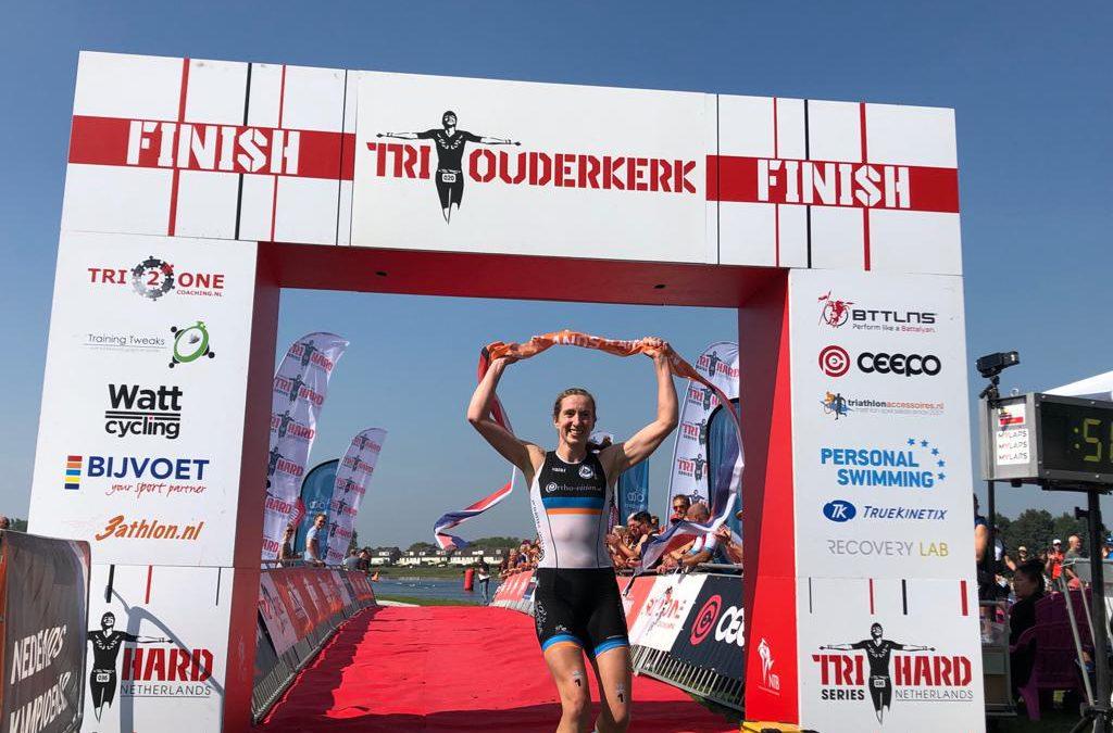 Geëmotioneerde Sarissa de Vries pakt tweede Nederlandse titel in een week