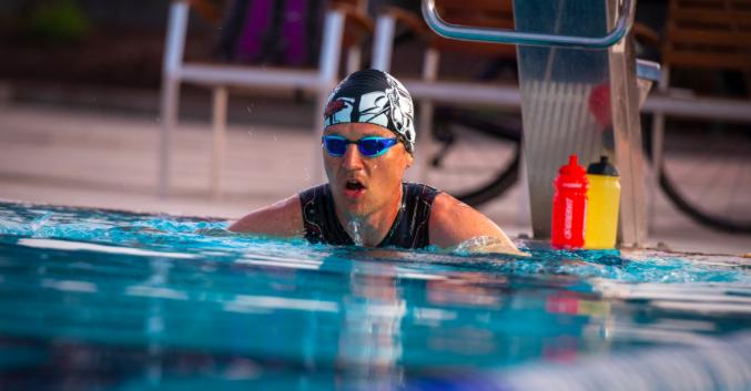 Rait Ratasepp volbrengt 40 triathlons in 40 dagen en breekt wereldrecords