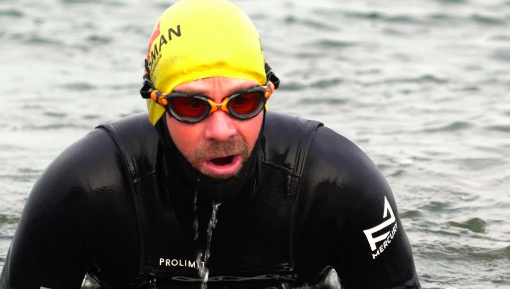Han Poppema maakt zich op voor twaalf triathlons in twaalf provincies