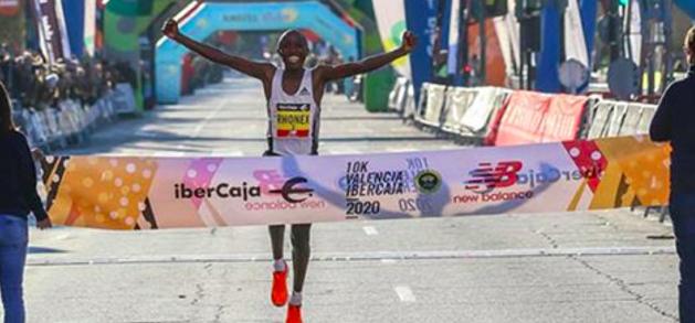 Keniaanse Rhonex Kipruto breekt twee wereldrecords in één race