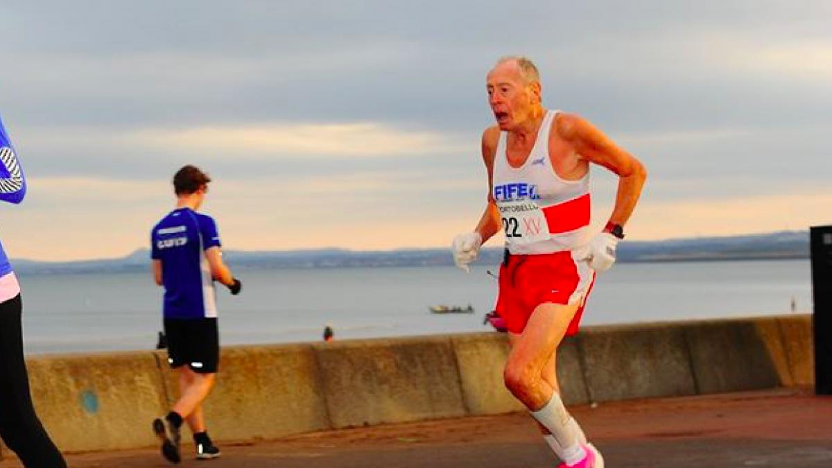 80-jarige George Black loopt records en promoot hardlopen bij ouderen: 'Het is mijn sociale leven'