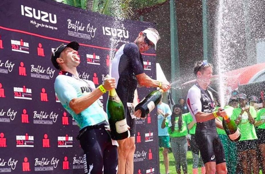 Ironman opent seizoen met zinderende race, Matt Trautman en Flora Duffy pakken titel