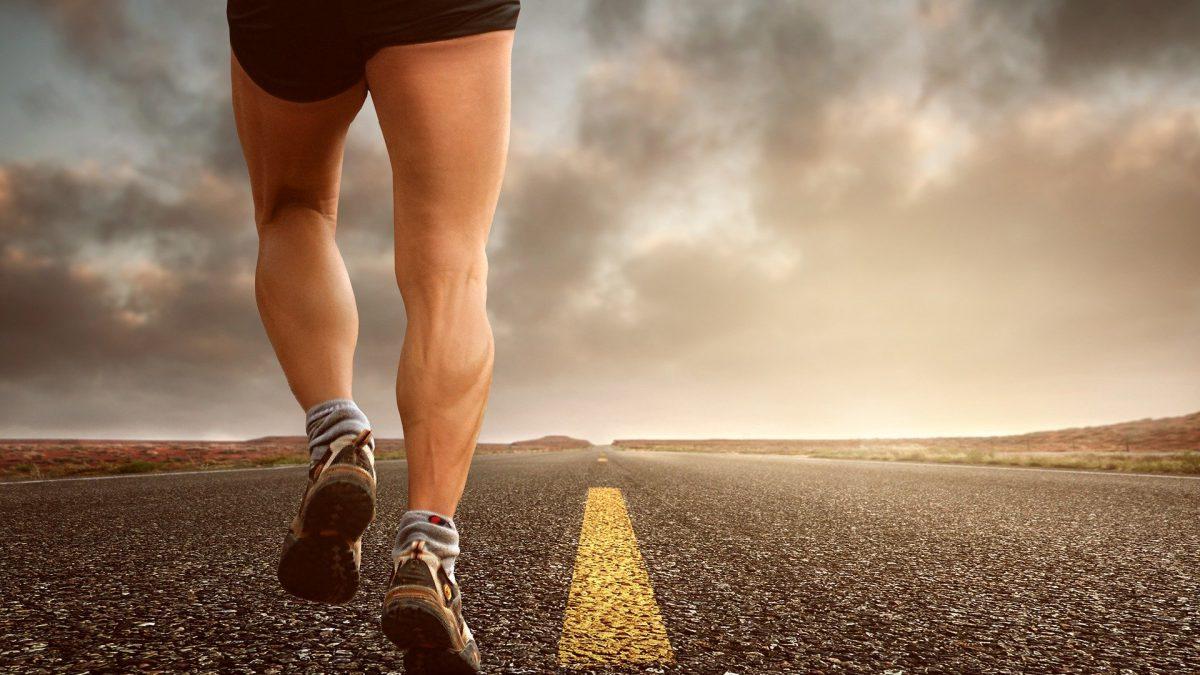 50-jarige triatleet loopt achterstevoren om symptomen Parkinson te bestrijden