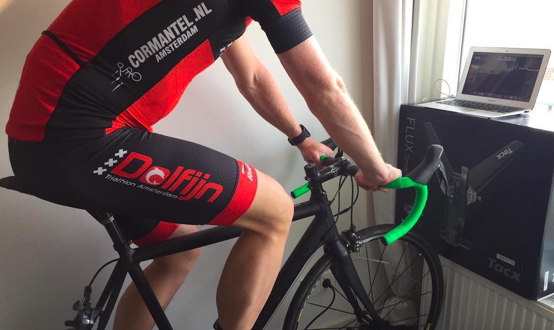 De Dolfijn roept andere triathlonverenigingen op online te racen: 'Het zorgt voor wat verbinding'