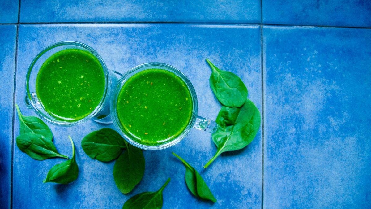 Het is groen en lekker? Een spinazie banaan mango smoothie!
