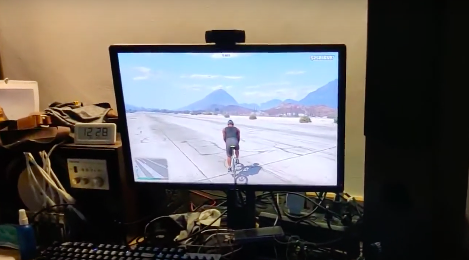 Fietsen in wereldberoemde computergame GTA: next level Zwiften inclusief sturen en verdwalen