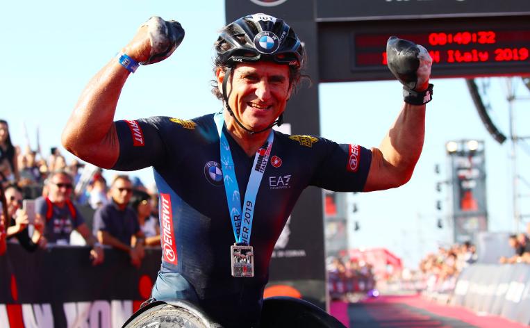 Para-triatleet Alex Zanardi zwaargewond na ongeval met handbike