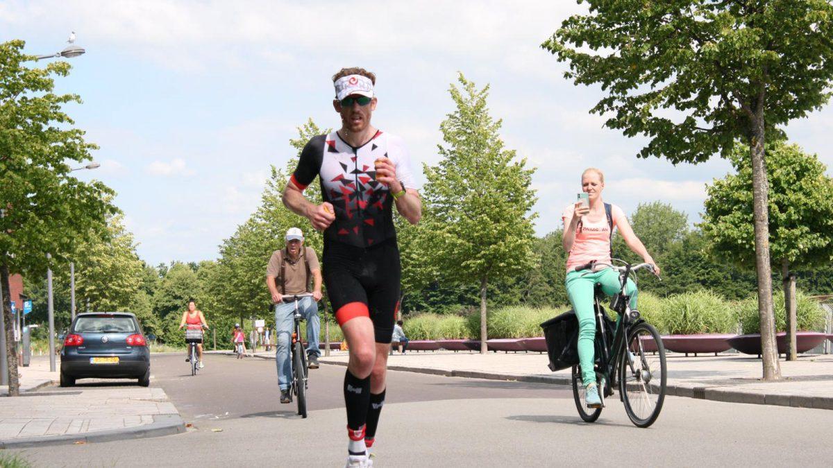Klaas Zwaagman volbrengt met trainingsmaatjes 'alternatieve' Challenge Almere-Amsterdam: 'Heerlijke dag gehad'