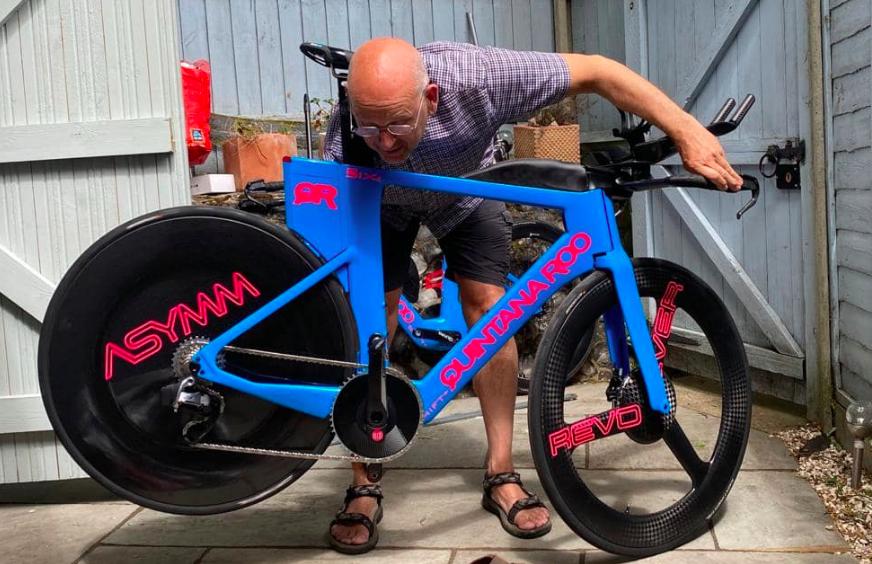 Peperdure triathlonfiets Joe Skipper van auto gestolen: 'Ik voel me totaal ontdaan'