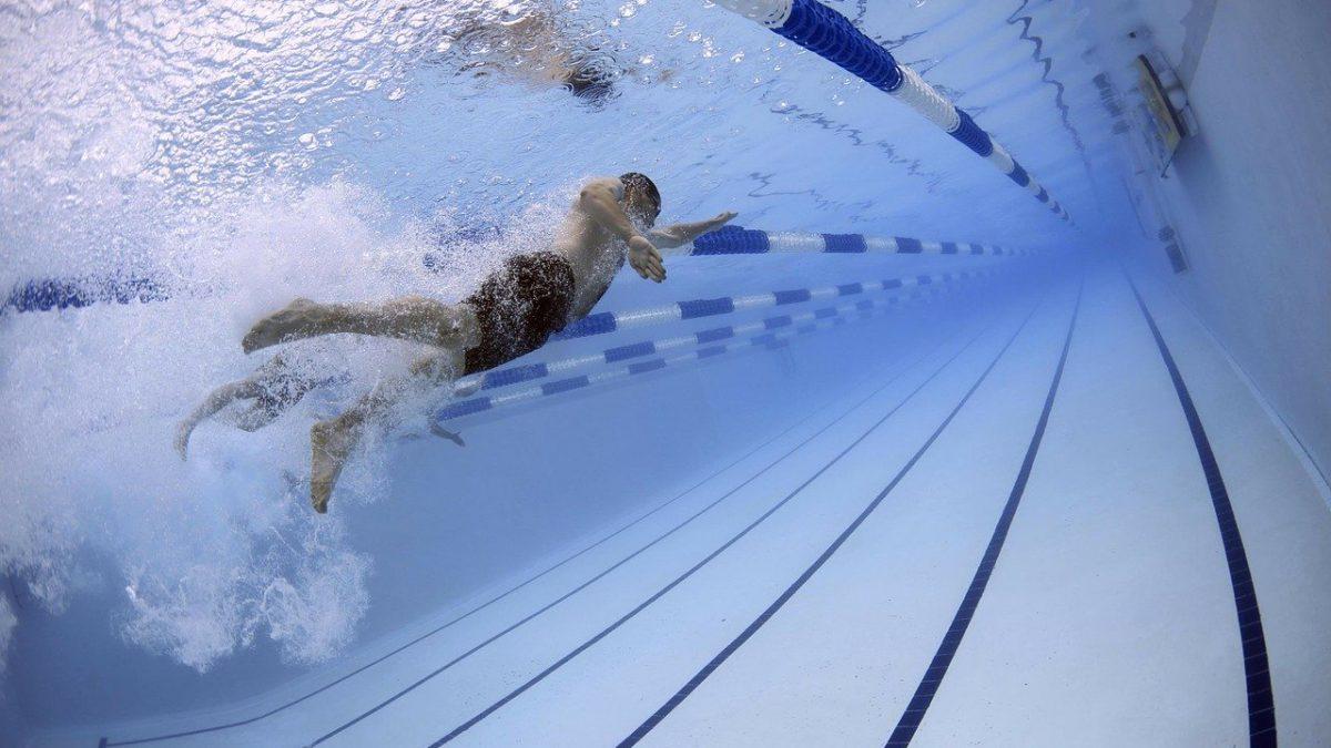 Lijkt het maar zo of zwem je in sommige zwembaden écht harder?