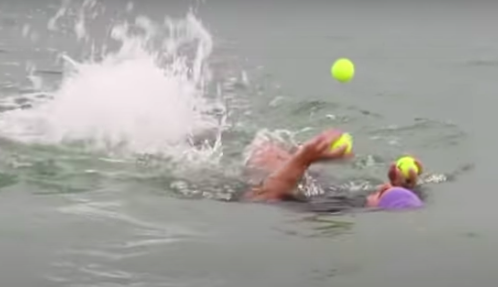 Video wereldrecord: man legt triathlon volledig jonglerend af