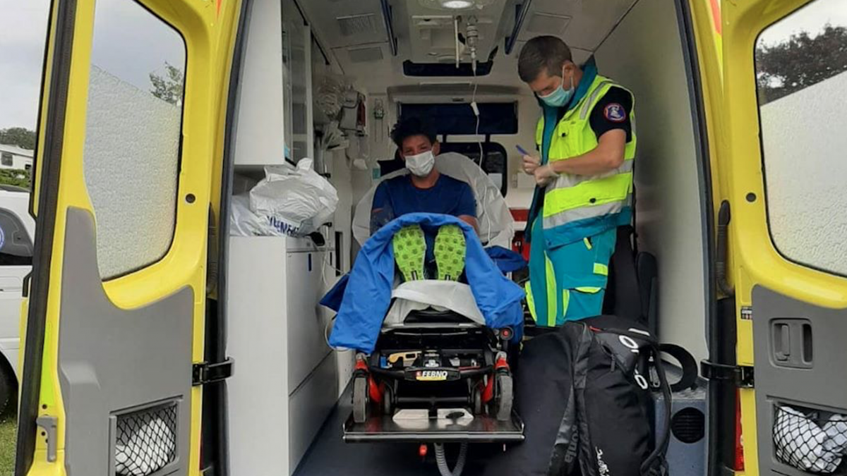 Steff Overmars aangevallen door wespen: eindigt cross triathlon in ambulance