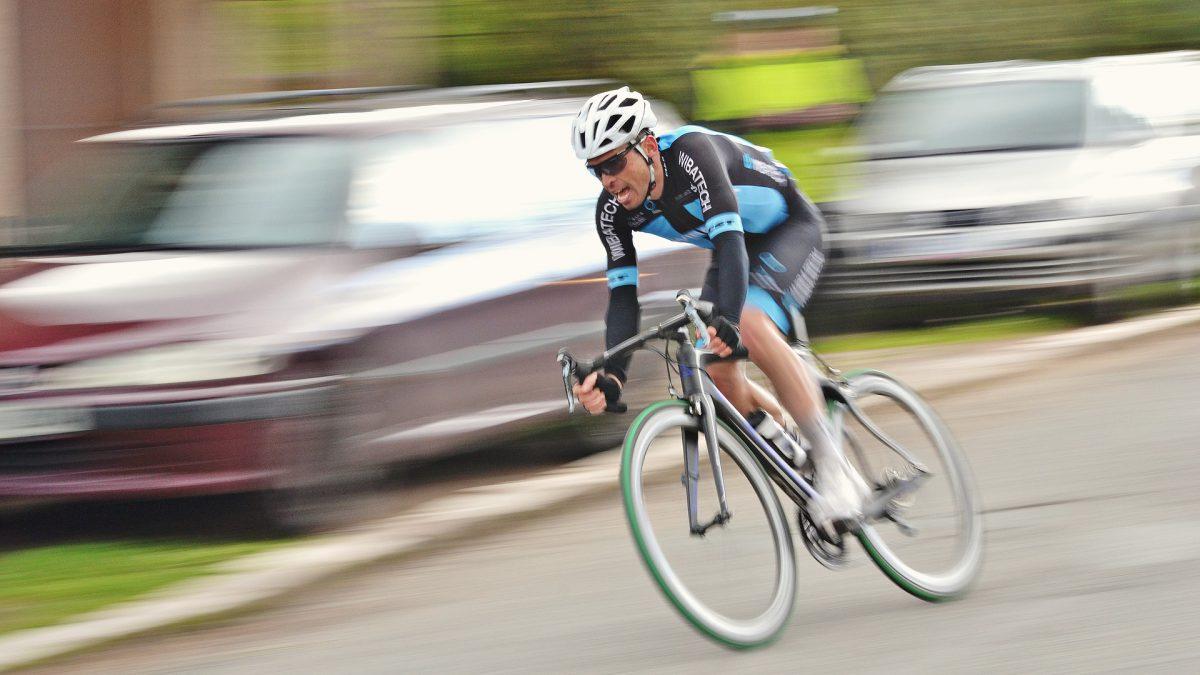 Wielrenner maakt teveel snelheid en ontvangt bekeuring voor 'gevaarlijk rijgedrag'