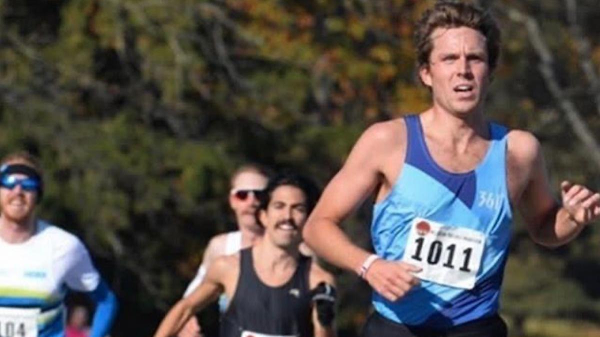 Triatleet Morgan Pearson klokt indrukwekkende halve marathontijd in prof hardloopwedstrijd