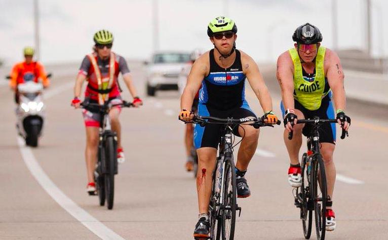 Van Special Olympics naar Ironman: triatleet met Down-syndroom finisht Ironman Florida