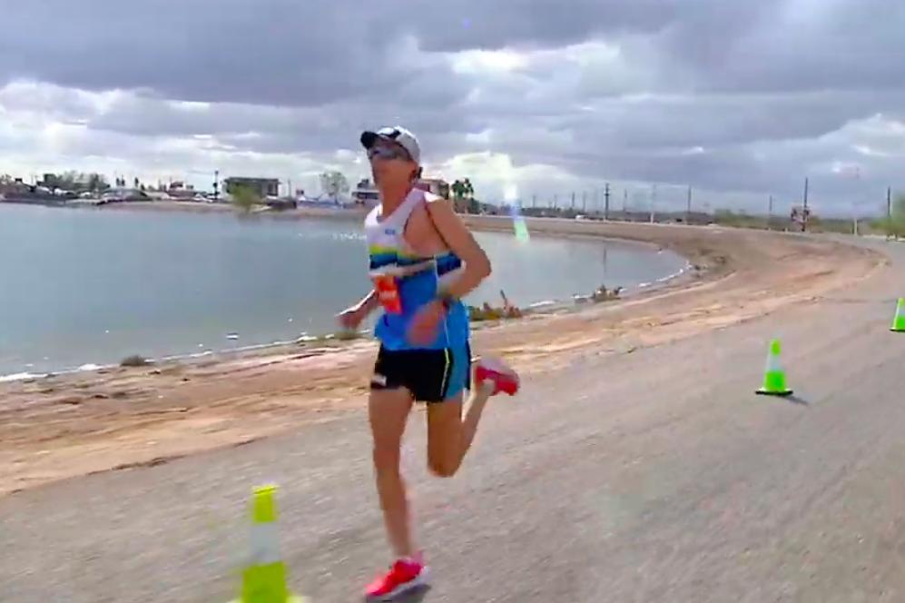 Fenomenale Jim Walmsley mist Wereldrecord 100km hardlopen op haar