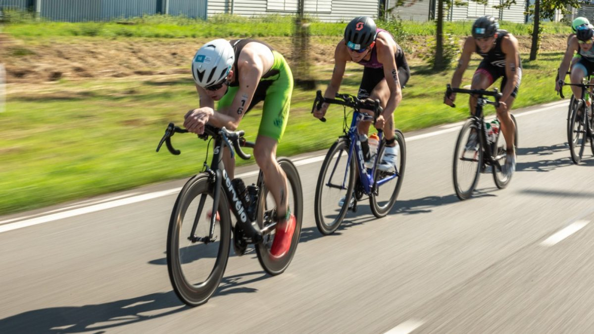 UCI gaat ook 'onzichtbare aero bars houding' verbieden