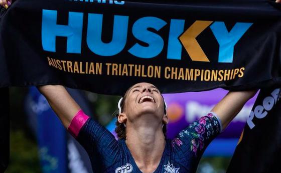 Ellie Salthouse en Simon Hearn pakken winst Husky Australian Triathlon Championships