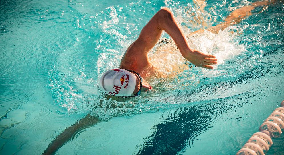 Video: Sebastian Kienle zwemt volle bak, toch verslagen door schoolslagzwemmer Marco Koch