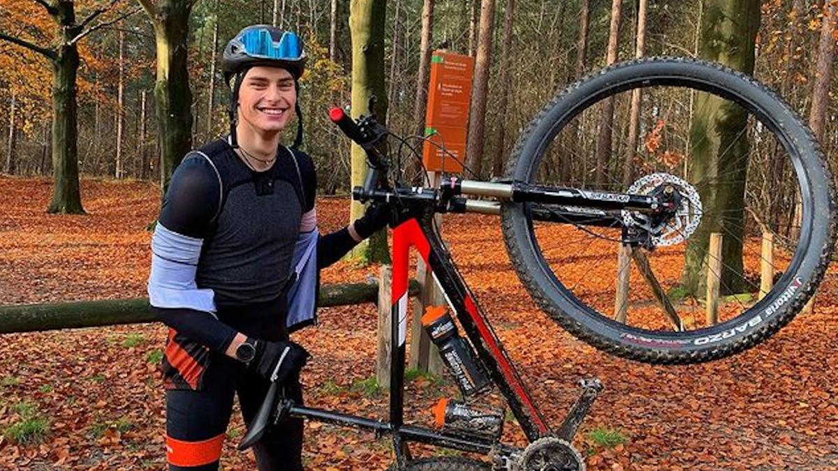 Triatleet Pim Bakker vecht zichzelf uit moeilijke jeugd: 'Sport is mijn uitlaatklep'