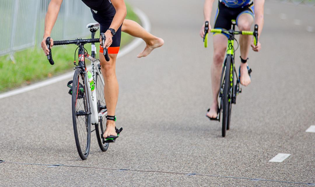 Windtunnel test geeft uitsluitsel: fiets je met geschoren benen sneller?