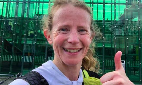 Irene Kinnegim breekt 'FKT' Krijtlandpad, ruim 90km in 8.5 uur