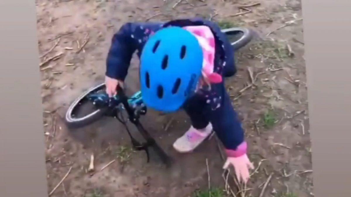 Lucy Gossage grapt over kind: 'Wie probeert van de fiets te stappen zoals Lucy Charles?'